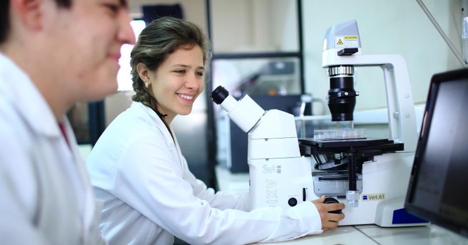 postulantes-desarrollaran-investigaciones-en-biologia-molecular-del-cancer-microbioma-humano-y-problemas-de-salud-publica-ucsm-becas