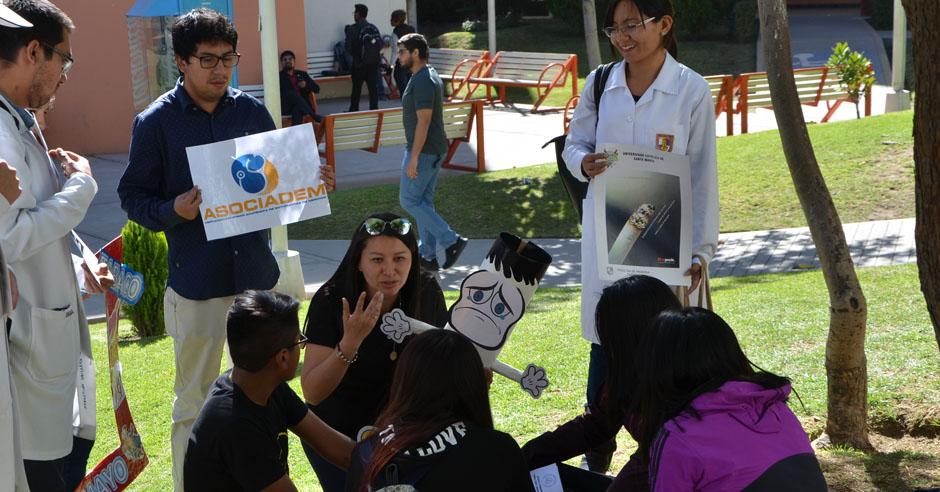 alumnos-de-medicina-en-lucha-frontal-contra-el-tabaquismo