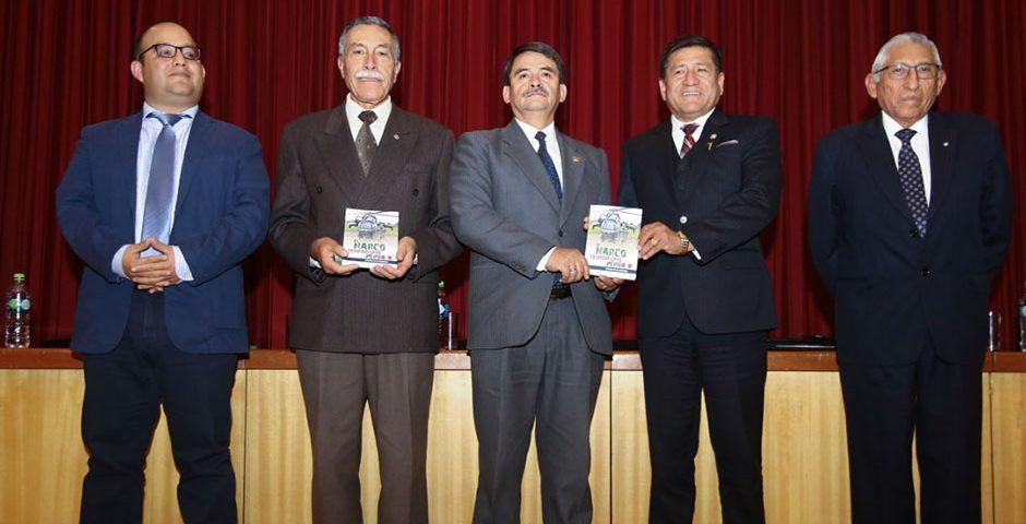 en-ucsm-presentan-libro-el-narcoterrorismo-en-el-peru-reflexiones-de-un-combatiente