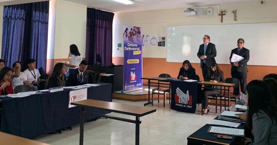 santamarianos-logran-primer-y-segundo-puesto-en-el-debate-defensorial-universitario