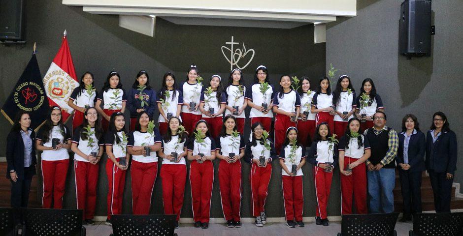 arequipa-ciudad-verde-la-ucsm-entrego-25-plantones-al-colegio-particular-de-los-sagrados-corazones
