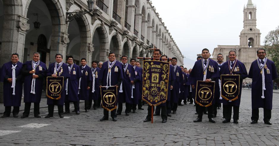 comunidad-santamariana-recibe-bendicion-del-senor-de-los-milagros