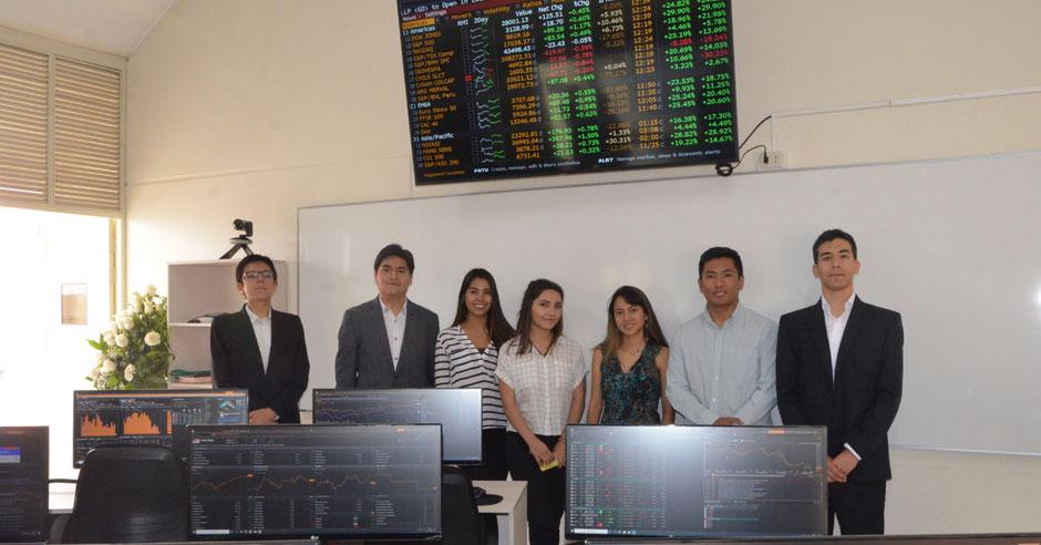ucsm-inauguro-laboratorio-de-mercado-de-capitales-con-plataformas-de-bloomberg-y-thomson-reuters-eikon-ucsm