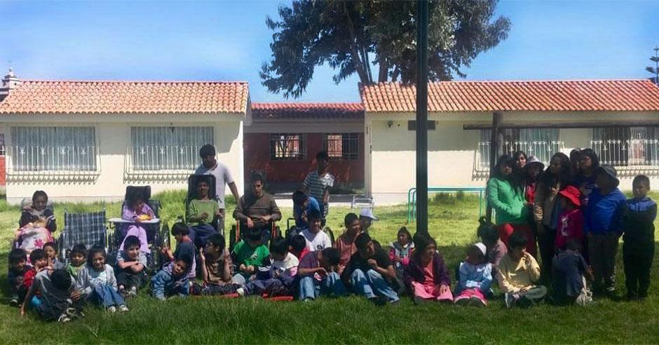 extendamos-una-mano-ucsm-realiza-donacion-de-viveres-y-juguetes-a-los-ninos-especiales-de-la-casa-hogar-aldea-sagrada-familia-2