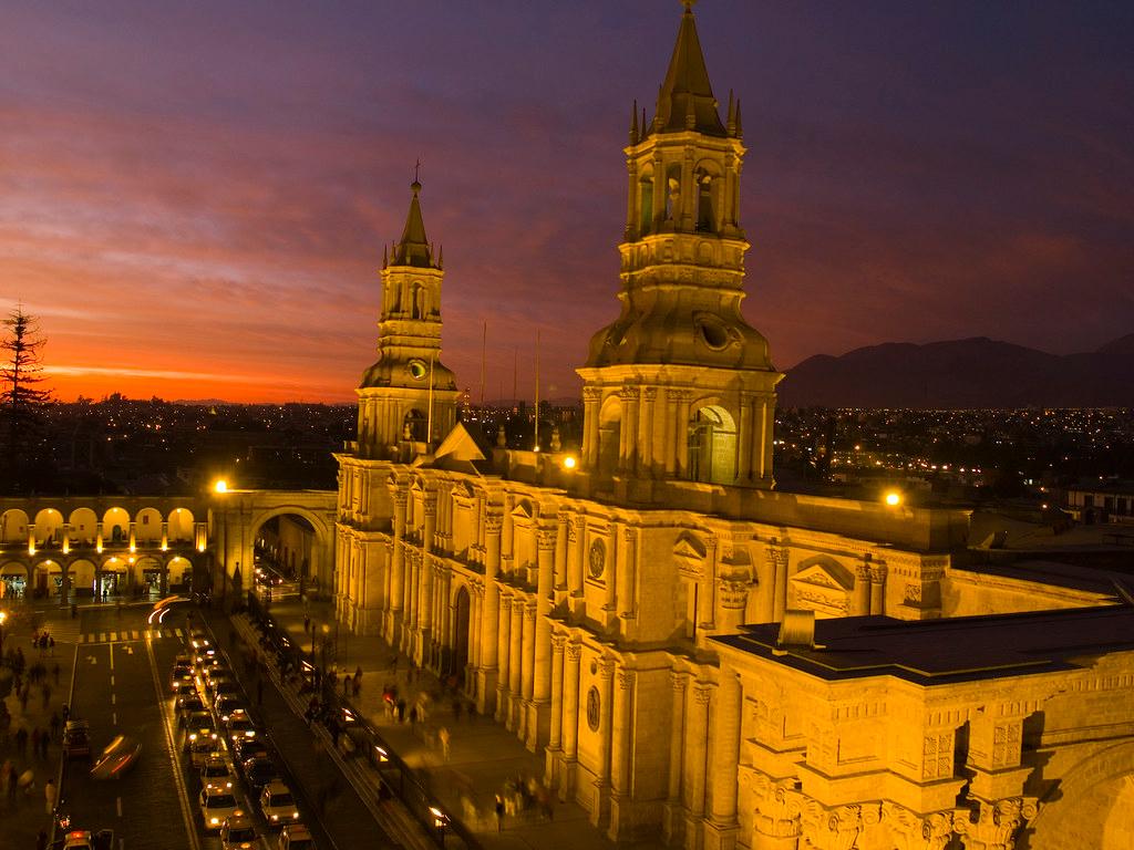 ucsm-rinde-homenaje-a-la-ciudad-blanca-por-sus-480-aniversario-de-fundacion-espanola-1