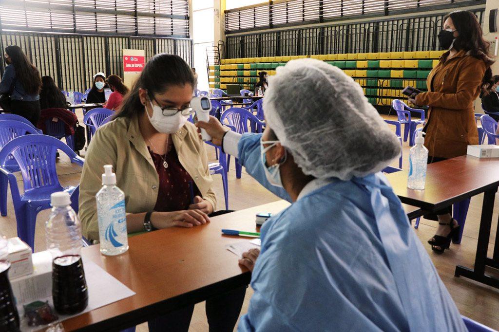 ucsm-en-14-vacunatorios-del-coliseo-santa-maria-universitarios-recibieron-segunda-dosis-contra-el-covid-19-1